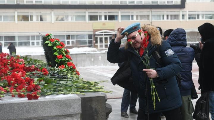 Со слезами на глазах: у «Черного тюльпана» отметили 31-летнюю годовщину вывода войск из Афганистана