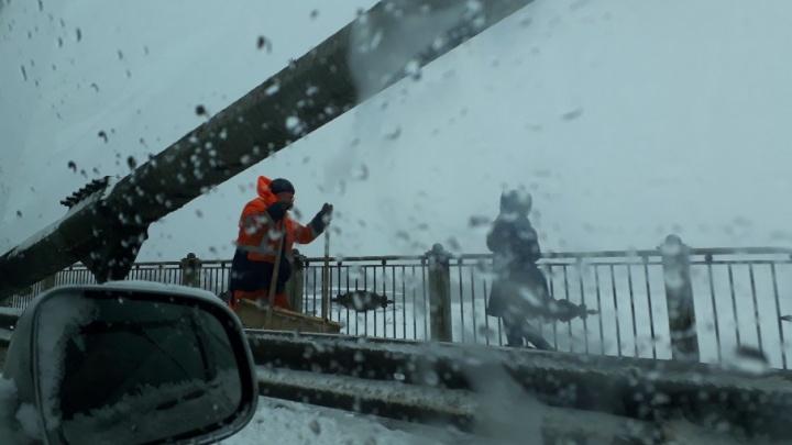 ДТП и сугробы: как Архангельск справился с весенним снегопадом