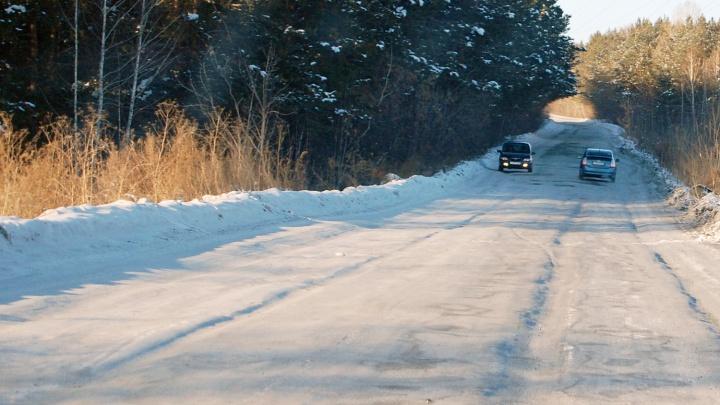 Забирайте и чините: жители микрорайона потребовали у властей убрать колею с бесхозной дороги