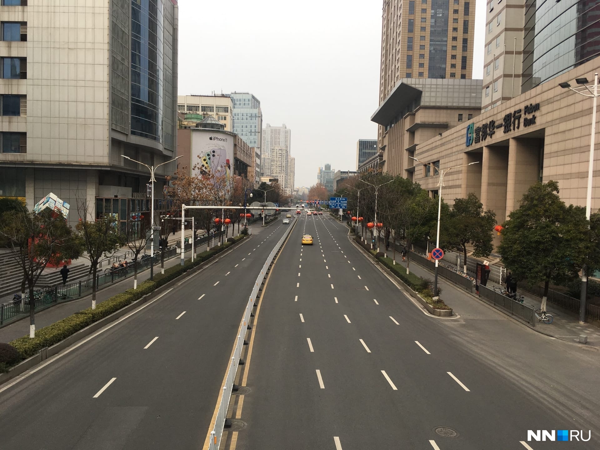 Многие китайцы разъехались, поэтому центр мегаполиса, где живёт больше 8 миллионов человек, выглядит вот так