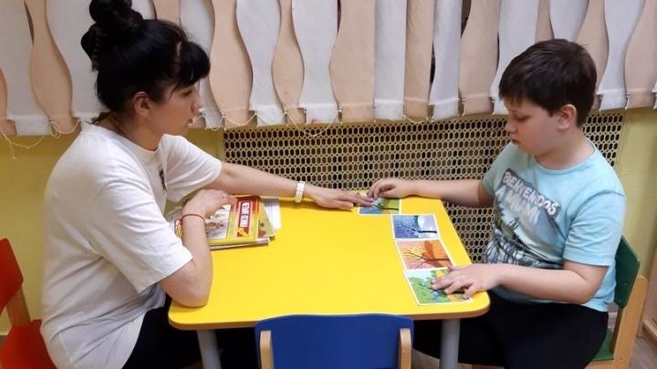 Жить самому, а «не рука в руке»: как в Архангельске детей с аутизмом учат быть самостоятельными