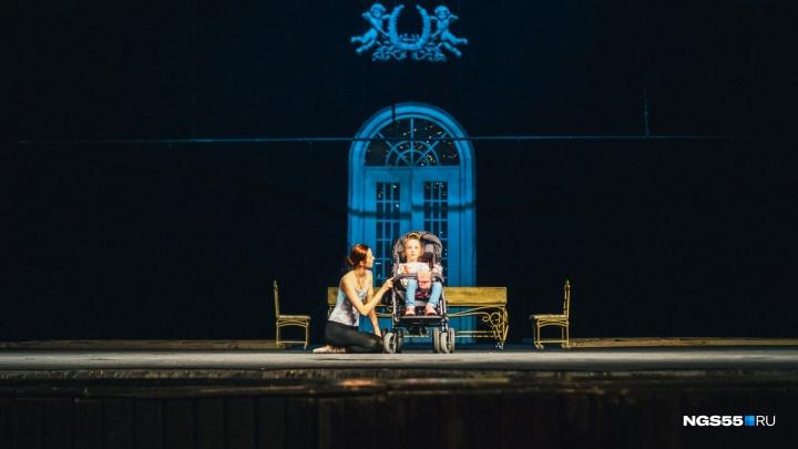 «Золушка» для Даши: омская балерина пригласила на репетицию шестилетнюю девочку с ДЦП