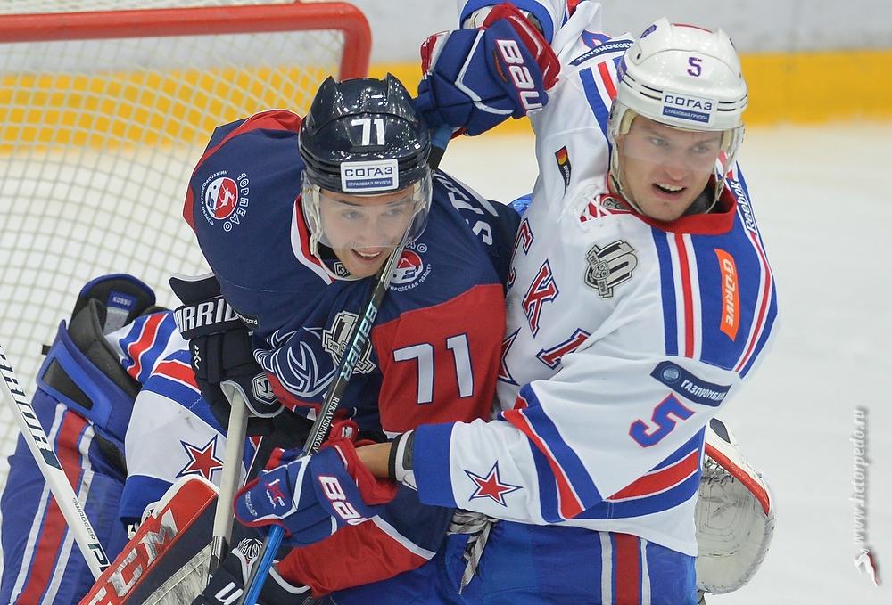 СКА всерии буллитов победил «Торпедо» вматче стабильного чемпионата КХЛ