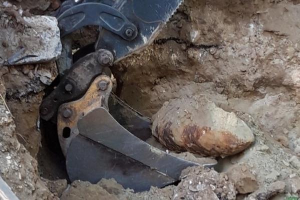 В 500 метрах от сегодняшней находки 10 октября коммунальщики откопали ФАБ-100