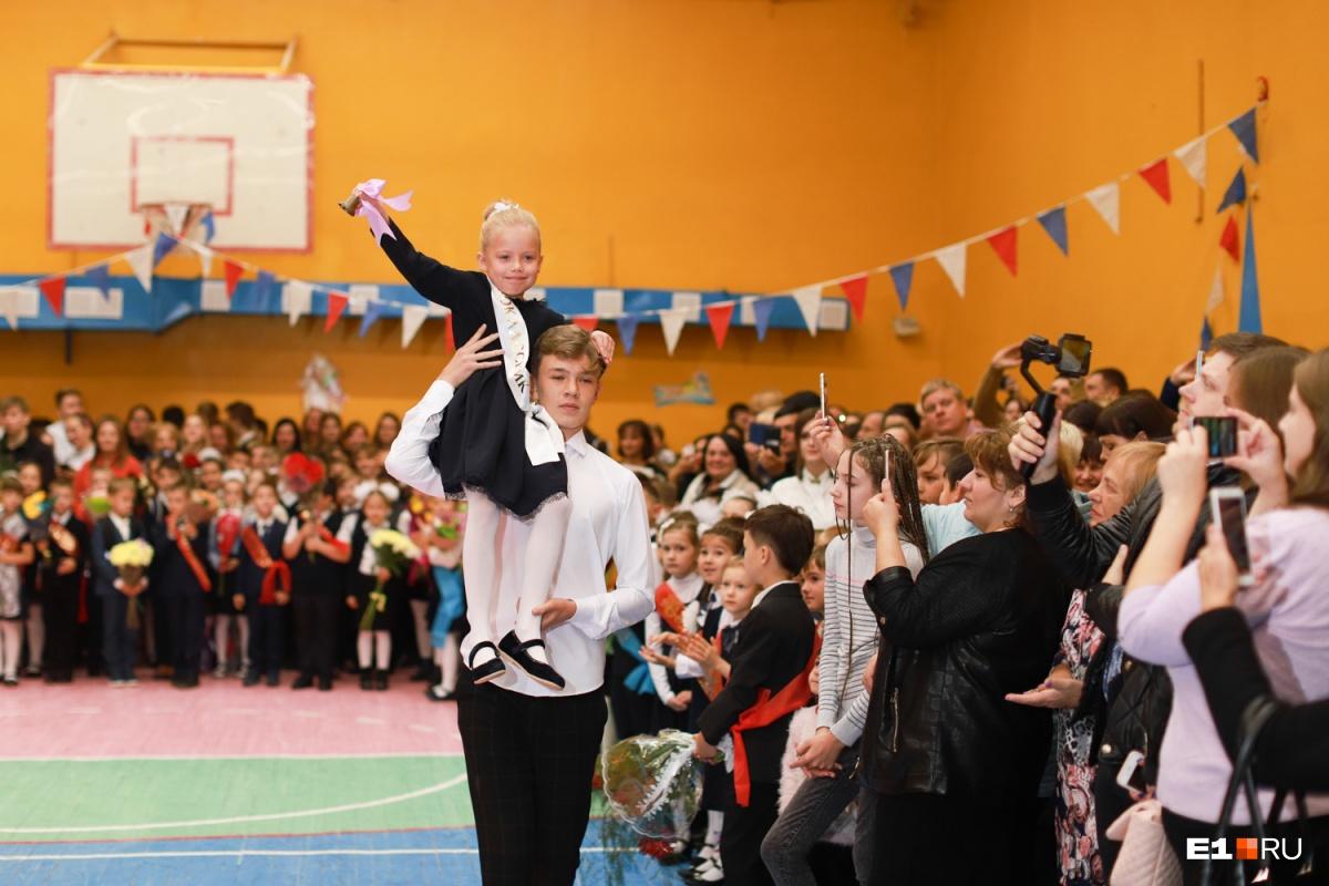 Дети удивлены, мэр доволен: как прошел День знаний в школах Екатеринбурга