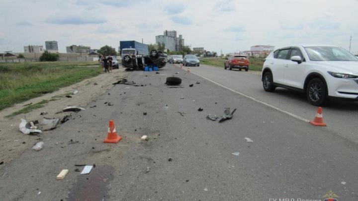 «У сына шесть швов»: волгоградцы ищут записи жуткого ДТП на трассе в Ленинском районе