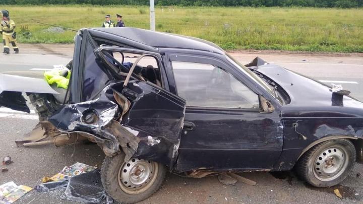 Под Уфой столкнулись четыре автомобиля: в ДТП пострадал ребенок. Последствия попали на видео