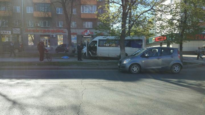 В центре Уфы маршрутка с пассажирами вылетела на тротуар