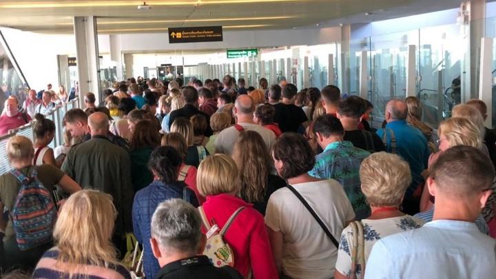 «Объявили, что рейса не будет»: екатеринбуржцы застряли на Пхукете из-за неисправности самолета