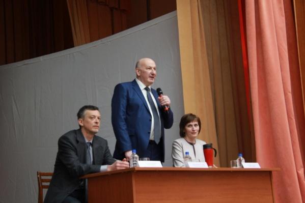"В вузе заявляли, что ректор Артюхов <a href=""https://ngs24.ru/news/more/65436501/"" target=""_blank"" class=""_"">находится на рабочем месте</a>."