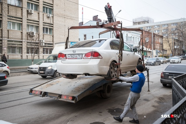Сейчас эвакуировать автомобили имеют право несколько организаций