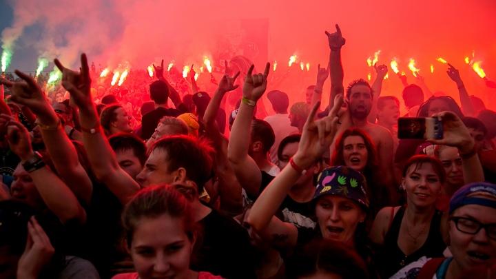 Цветные волосы, красные линзы,ирокезы и Харли Квинн: под Ярославлем прошёл первый день«Доброфеста»