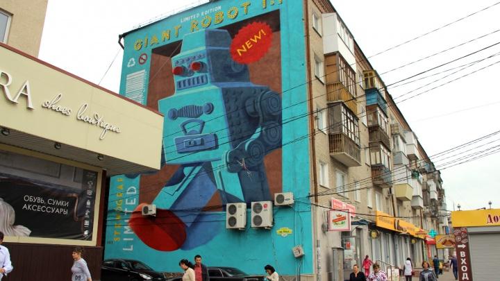 Гигантский наутилус, 12-метровый робот и коробка карандашей: итоги фестиваля уличных художников