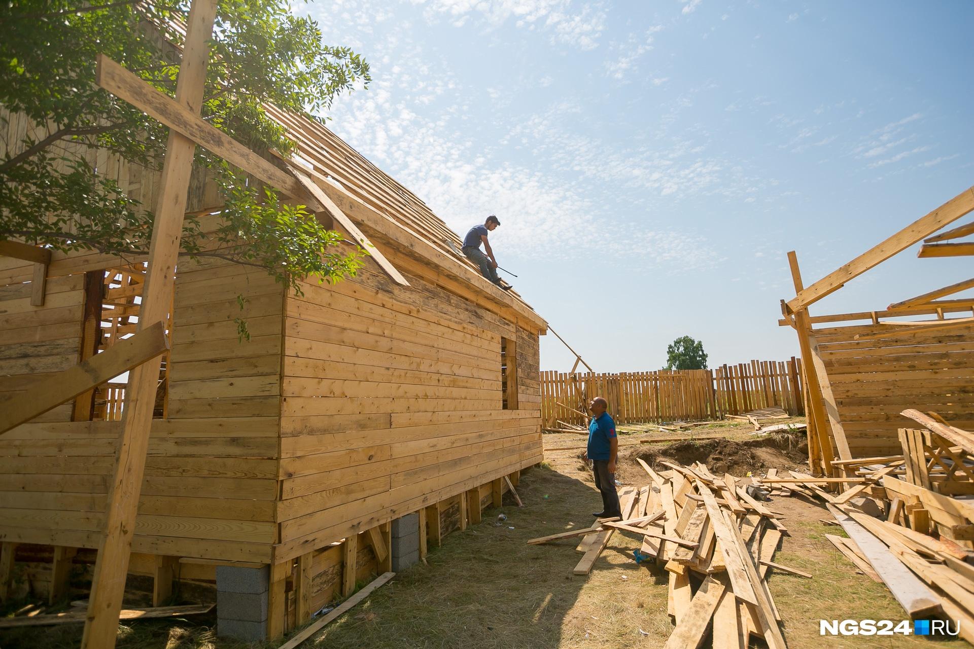 Фундамент цыгане планировали залить следующим летом