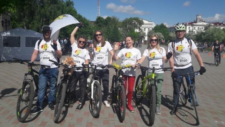 Трехлетние крохи на самокатах и дружная команда «Желтые слоны»: знакомимся с участниками тюменского велопарада