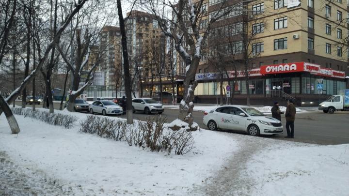 Возле поликлиники на Максима Горького сбили 82-летнюю тюменку, женщина в коме