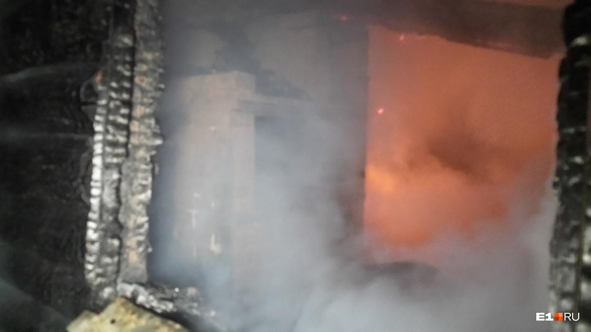 Выломали калитку и подожгли: в садах у ЕКАД сгорели два дома