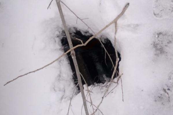 Глубина ямы около двух метров