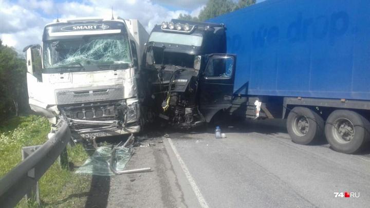 «Дорога перекрыта в обе стороны»: на трассе М-5 в Челябинской области произошло крупное ДТП