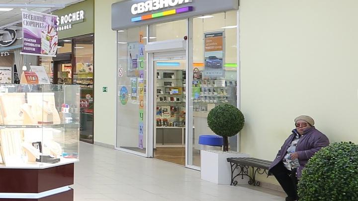 Крупного продавца смартфонов наказали за навязывание услуг на 5 тысяч рублей