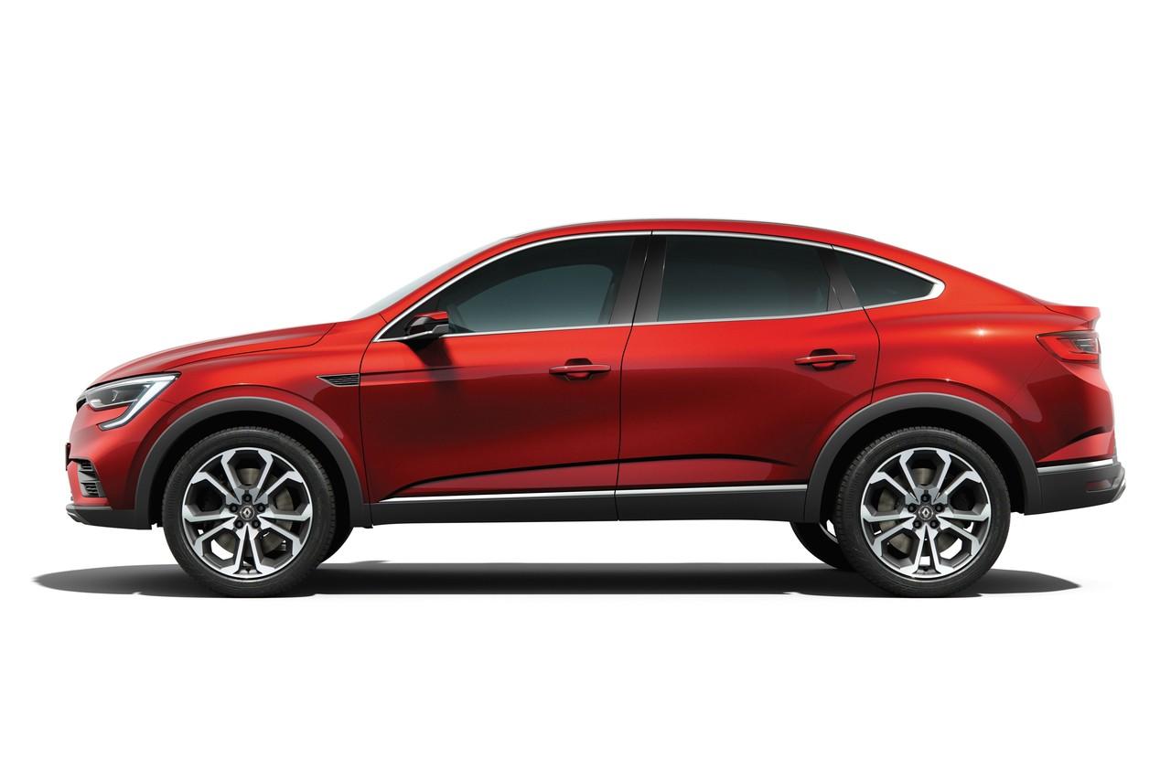 Лучше всего концепция Renault Arkana читается в профиль: пятидверный лифтбэк имеет увеличенный просвет и колеса внушительной размерности