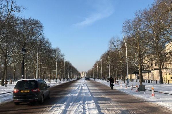 Улицы Лондона после снегопадов отличаются от новосибирских разве что левосторонним движением