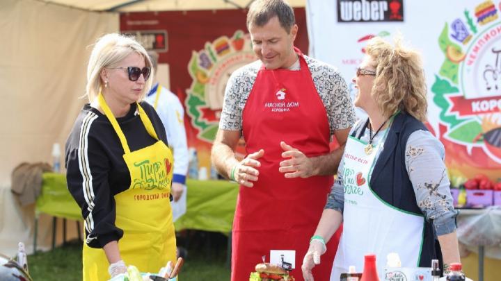 Мэр Ярославля приготовил бургер-небоскрёб и объяснил, почему такой большой