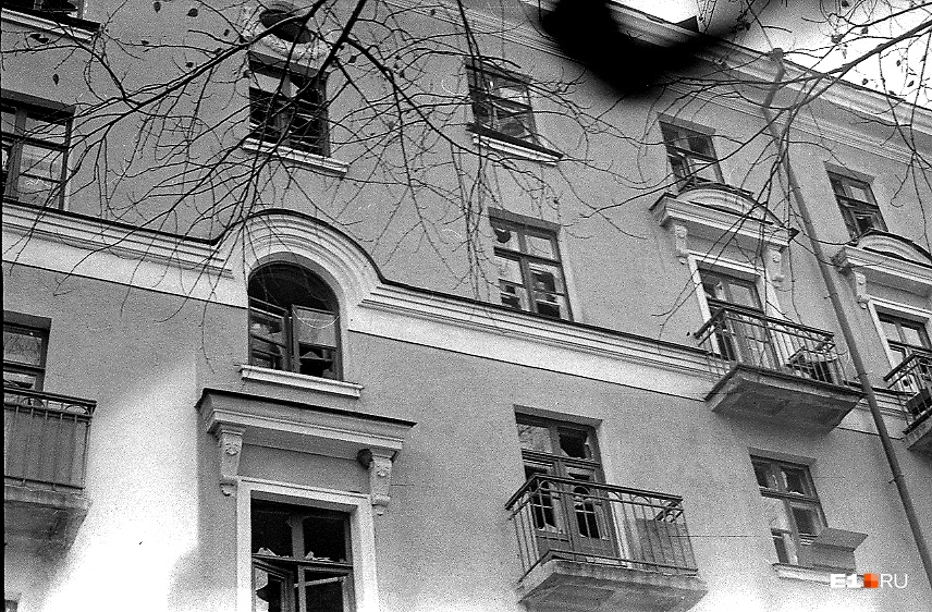 От взрыва стёкла выбило в окнах домов в разных районах города
