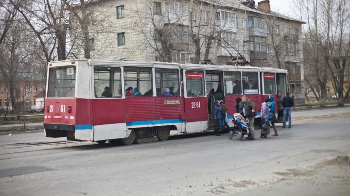 Постелют даже линолеум и сделают обогрев: в Новосибирске потратят очень много денег на 10 трамваев