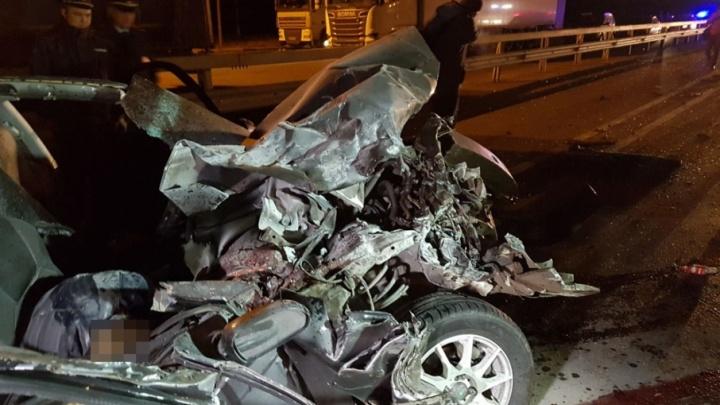 В ночном ДТП с грузовиком ремонтной бригады в Башкирии погибли двое