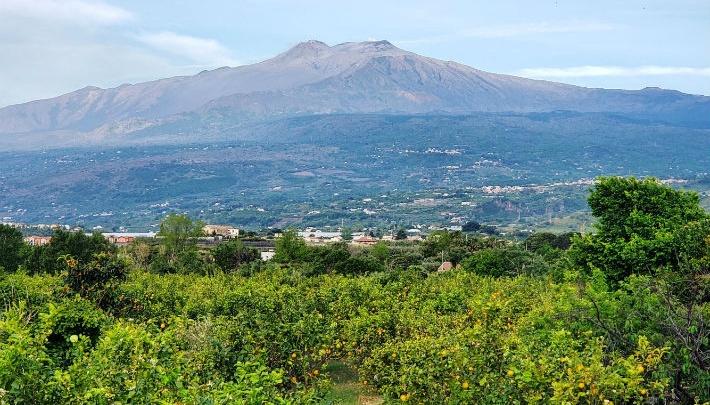 «Живем с видом на вулкан»: 10 снимков уральца из Италии, от которых захочется погреться на солнце