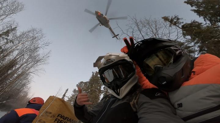 «Двое спасателей на тросе спустились с вертолета»: снегоходчик — о том, почему отказался от помощи МЧС