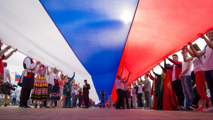 Зарядка с чемпионом, эстафеты, лазерное шоу: где и как отметить День России в Ростове