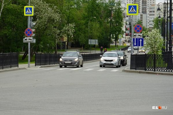 В Пестеревском переулке уже неделю двустороннее движение, но не все водители об этом знают
