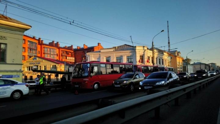 На Московском проспекте в час пик столкнулись три маршрутки: пострадали семь человек