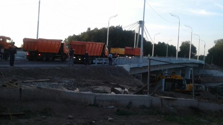 Новый мост через Которосль проверили грузовиками