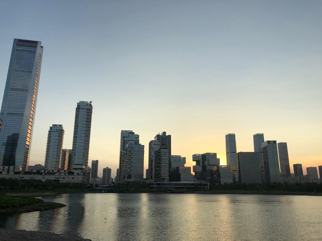Даша любитШэньчжэнь, говорит, это лучший в Китае город для жизни для иностранцев, очень развитый и крутой