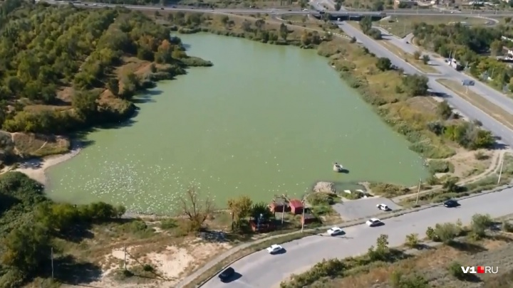 «Ради спортивного интереса»: волгоградцы заполняют рыбой вымерший Ангарский пруд