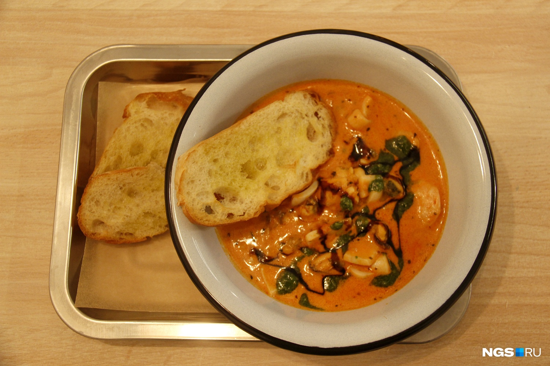 Морепродукты в сливочно-томатном соусе с песто и сливочным сыром (380 рублей)&nbsp;<br><br>