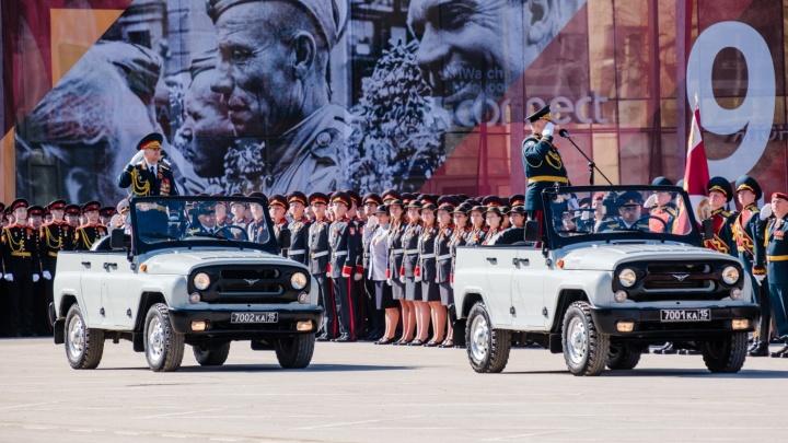 В Перми оператора оштрафовали за съемку парада Победы с коптера. Рассказываем, как этого избежать