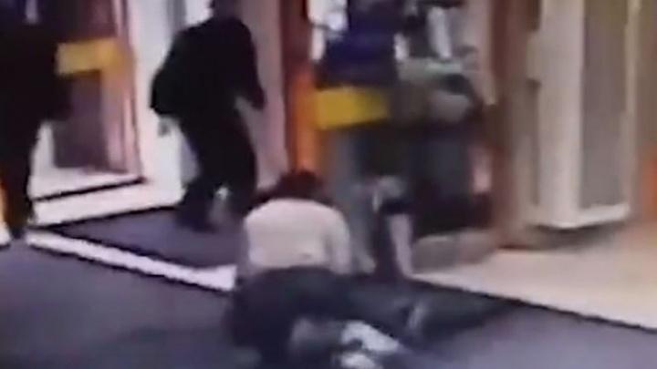 Жительница Башкирии подралась с охранниками за украденный лифчик