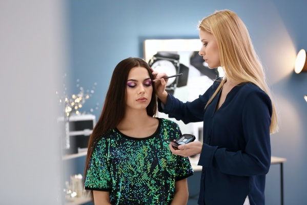 О новых трендах и секретах макияжа расскажет приглашенная звезда