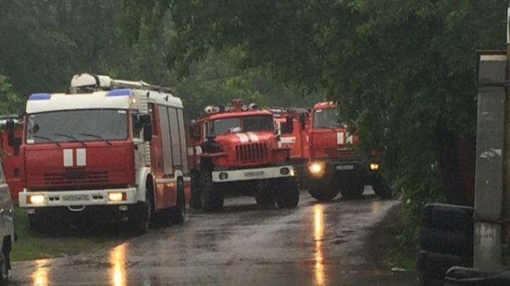 На Астраханской утром горел частный дом, судьба его хозяина неизвестна