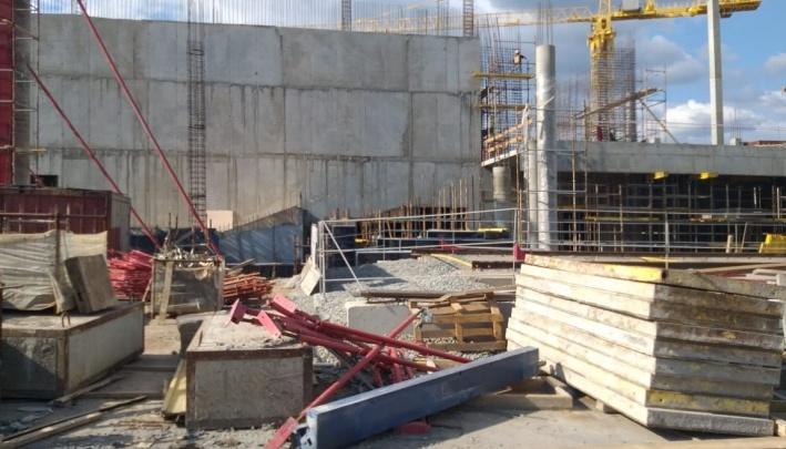 На стройке нового Дворца спорта на Молодогвардейской не досчитались труб