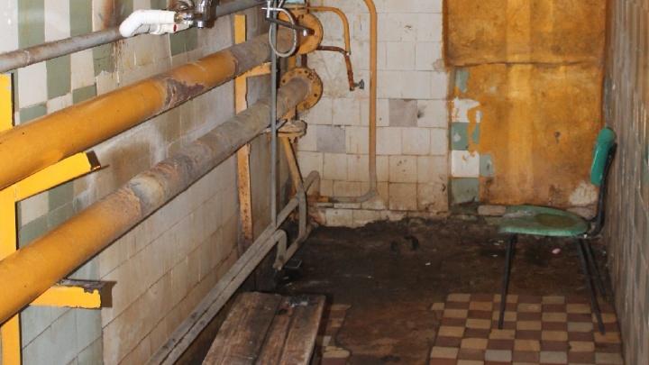 Грибок на стенах и полная разруха: жителям аварийного дома под Челябинском отказали в расселении