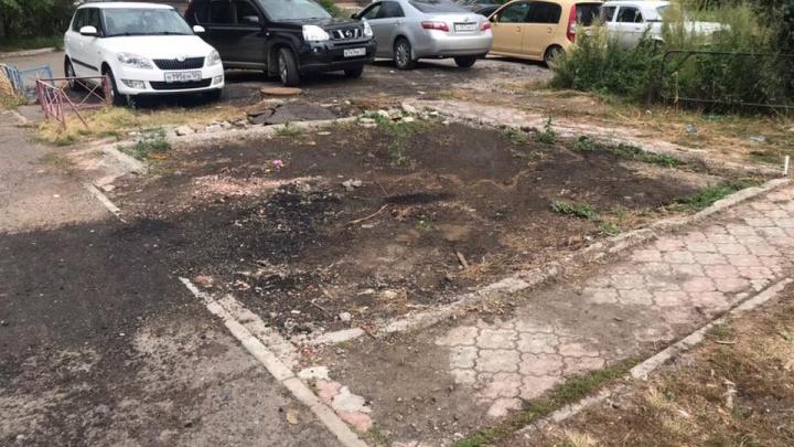 «Где контроль?»: почти полмиллиона рублей в недоделанный сквер на Взлётке вложили сами жители