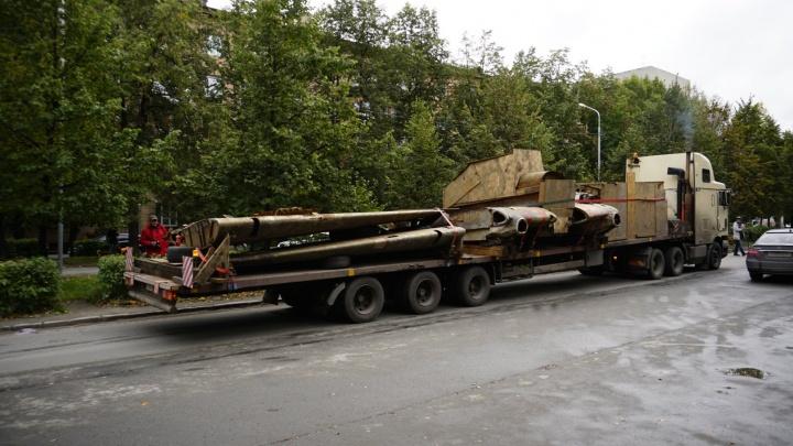 Фото: в Новосибирск привезли штурмовик Ил-2, найденный на дне озера под Мурманском
