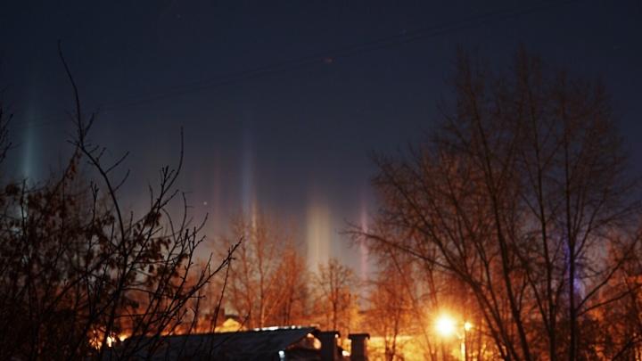 Екатеринбуржцы заметили в небе природное явление, похожее на северное сияние