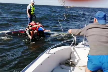 В Самарской области перевернулась парусная лодка с 5 пассажирами на борту