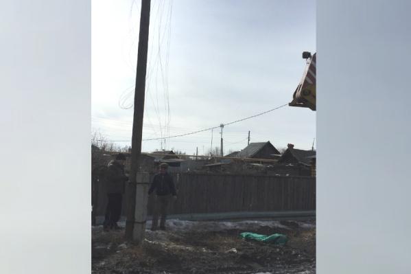 Мальчик погиб, зацепившись за оголённый провод во время прогулки